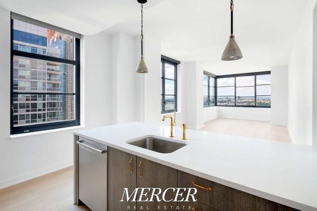 2 Bedrooms, Hell's Kitchen Rental in NYC for $5,100 - Photo 2