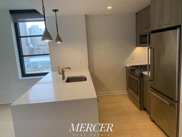 2 Bedrooms, Hell's Kitchen Rental in NYC for $5,175 - Photo 2