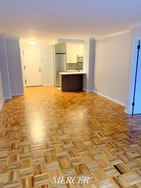 1 Bedroom, Hell's Kitchen Rental in NYC for $3,399 - Photo 2