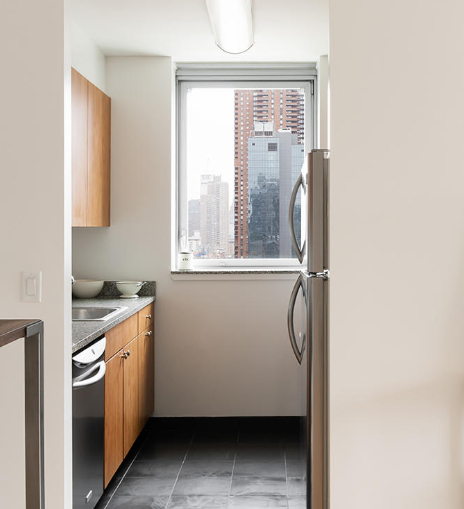 2 Bedrooms, Hell's Kitchen Rental in NYC for $5,179 - Photo 2