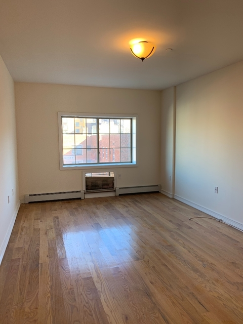 4 Bedrooms, Astoria Rental in NYC for $4,042 - Photo 2