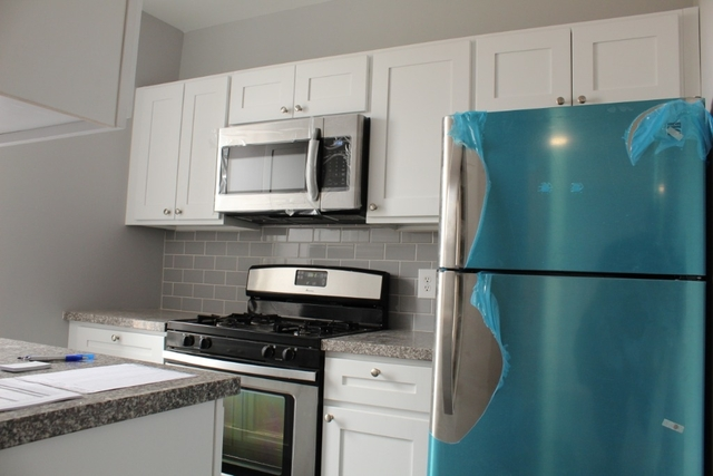 2 Bedrooms, Hell's Kitchen Rental in NYC for $2,300 - Photo 1