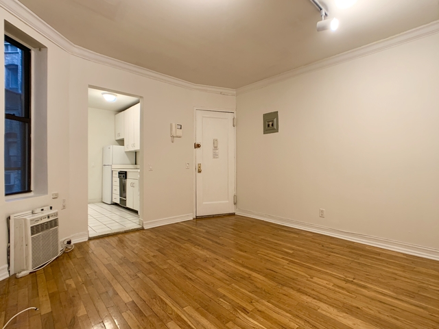 1 Bedroom, Civic Center Rental in NYC for $2,395 - Photo 2