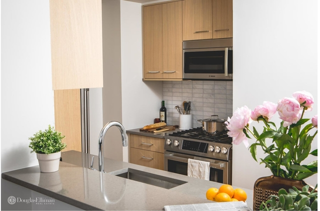 2 Bedrooms, Hell's Kitchen Rental in NYC for $6,779 - Photo 2