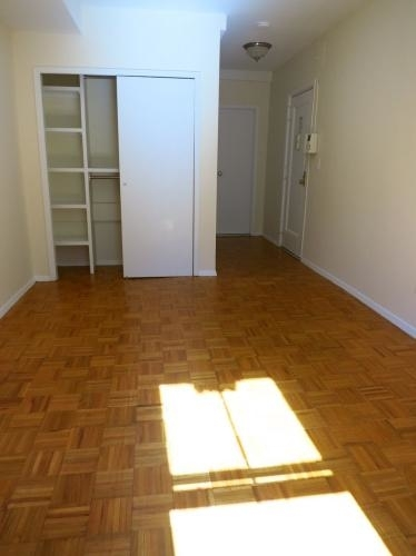 2 Bedrooms, Upper East Side Rental in NYC for $2,750 - Photo 2