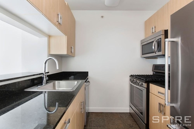 1 Bedroom, Hell's Kitchen Rental in NYC for $3,333 - Photo 2