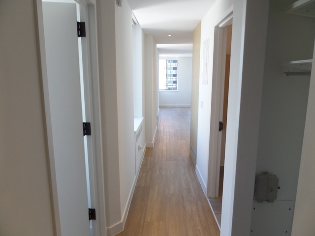 2 Bedrooms, Financial District Rental in NYC for $5,075 - Photo 2