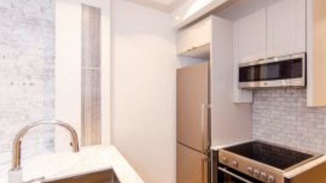 2 Bedrooms, Yorkville Rental in NYC for $3,758 - Photo 1