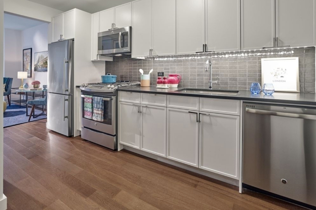 2 Bedrooms, Chelsea Rental in NYC for $6,815 - Photo 2