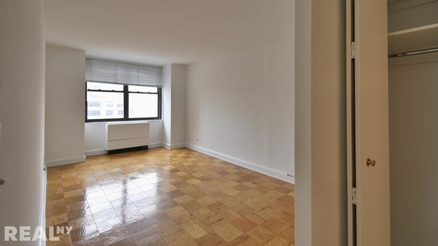3 Bedrooms, Rose Hill Rental in NYC for $5,823 - Photo 2