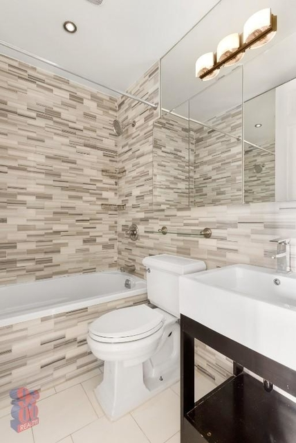 4 Bedrooms, Hell's Kitchen Rental in NYC for $6,295 - Photo 2