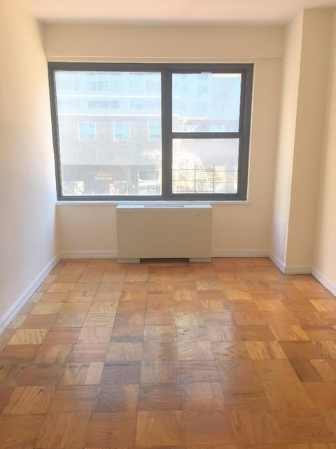 3 Bedrooms, Turtle Bay Rental in NYC for $4,002 - Photo 2