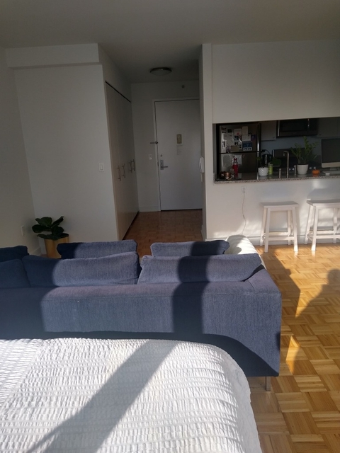 1 Bedroom, Long Island City Rental in NYC for $3,195 - Photo 2