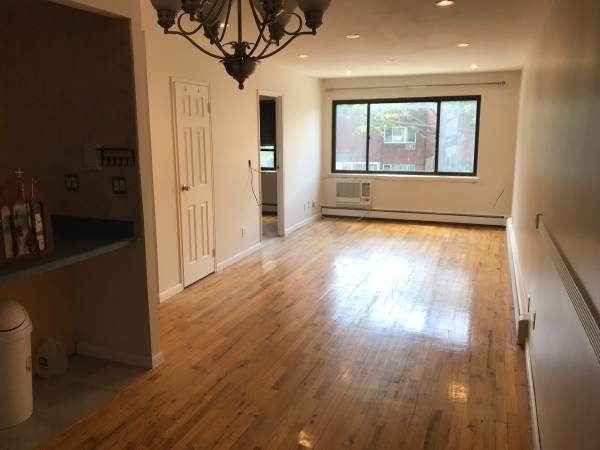 3 Bedrooms, Jackson Heights Rental in NYC for $2,400 - Photo 1
