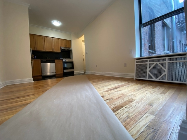 2 Bedrooms, Hell's Kitchen Rental in NYC for $3,195 - Photo 1
