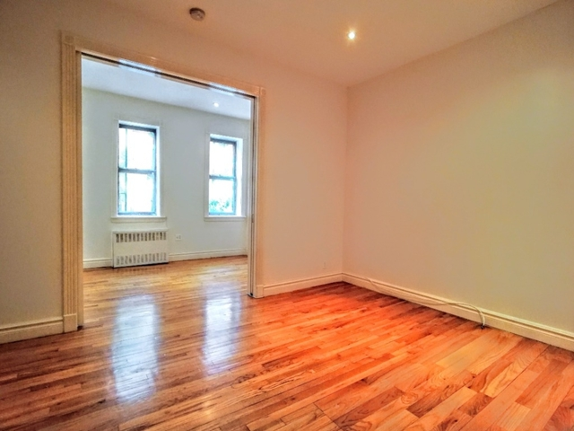 1 Bedroom, Yorkville Rental in NYC for $2,704 - Photo 2