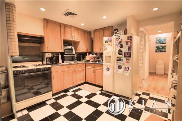 2 Bedrooms, Rose Hill Rental in NYC for $3,975 - Photo 2