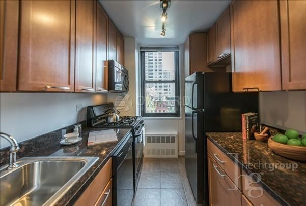 3 Bedrooms, Hell's Kitchen Rental in NYC for $6,295 - Photo 1
