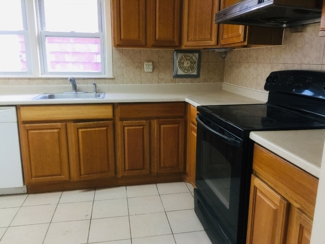 3 Bedrooms, Bayside Rental in Long Island, NY for $2,700 - Photo 1