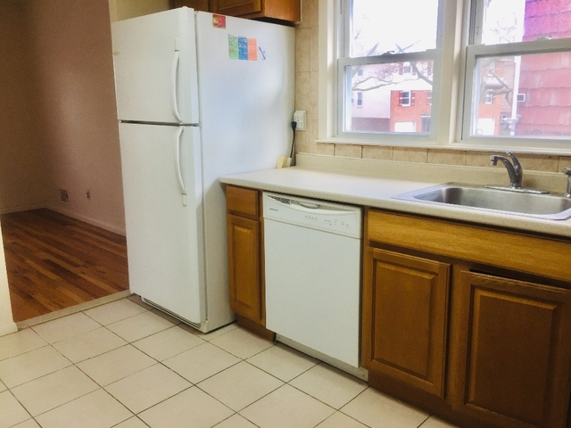 3 Bedrooms, Bayside Rental in Long Island, NY for $2,700 - Photo 2