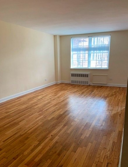 2 Bedrooms, Flushing Rental in NYC for $2,325 - Photo 2