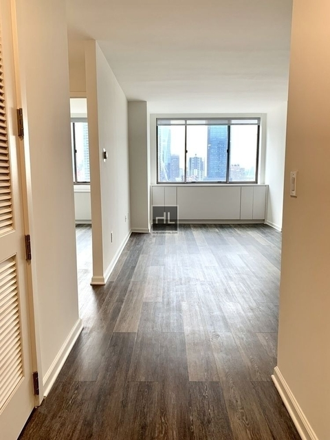 2 Bedrooms, Hell's Kitchen Rental in NYC for $5,205 - Photo 2