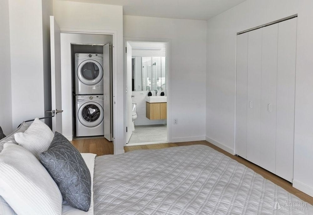 2 Bedrooms, Astoria Rental in NYC for $3,916 - Photo 1