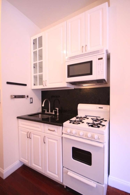 1 Bedroom, West Village Rental in NYC for $2,300 - Photo 2