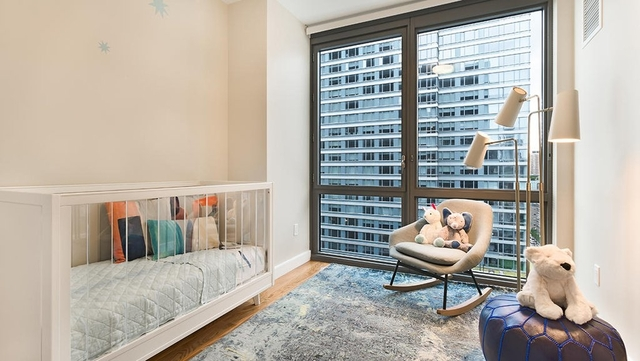 2 Bedrooms, Hell's Kitchen Rental in NYC for $4,880 - Photo 2