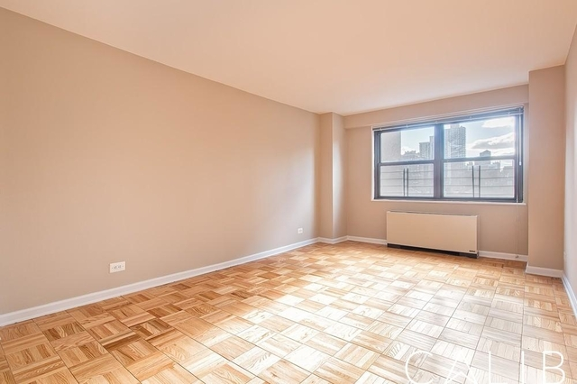 1 Bedroom, Yorkville Rental in NYC for $3,533 - Photo 2