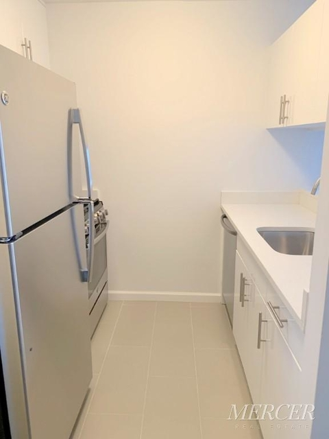 Studio, Hell's Kitchen Rental in NYC for $2,660 - Photo 2