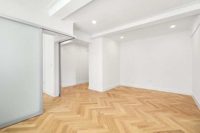 2 Bedrooms, Gramercy Park Rental in NYC for $5,250 - Photo 2