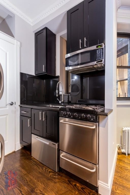 4 Bedrooms, Hell's Kitchen Rental in NYC for $5,630 - Photo 2