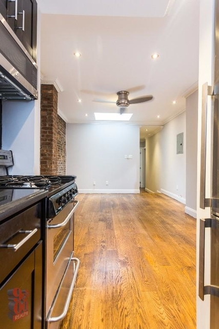 2 Bedrooms, Hell's Kitchen Rental in NYC for $3,575 - Photo 2