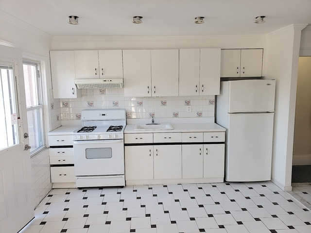 2 Bedrooms, Ditmars Rental in NYC for $2,500 - Photo 2