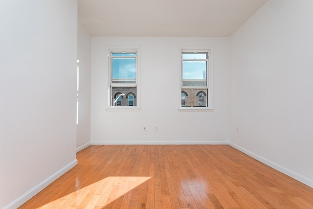 2 Bedrooms, Greenpoint Rental in NYC for $2,899 - Photo 1