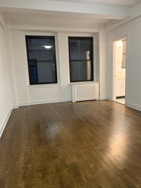 2 Bedrooms, Theater District Rental in NYC for $3,500 - Photo 2