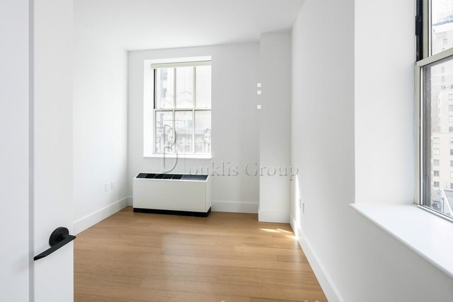 1 Bedroom, Financial District Rental in NYC for $3,427 - Photo 2