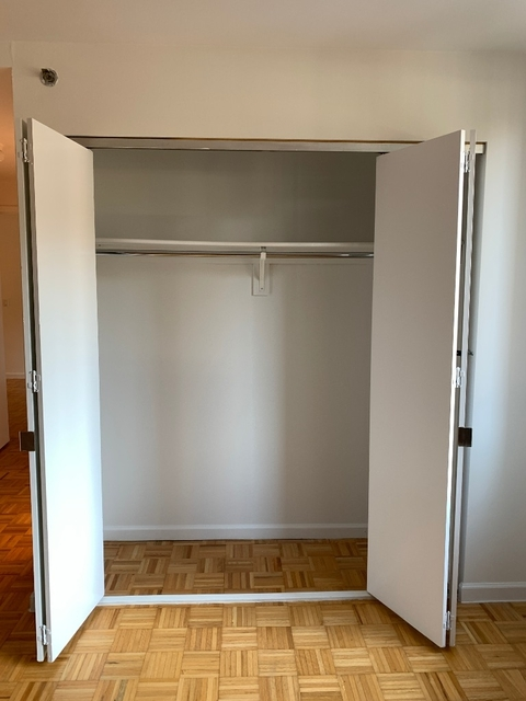 2 Bedrooms, Civic Center Rental in NYC for $5,200 - Photo 2