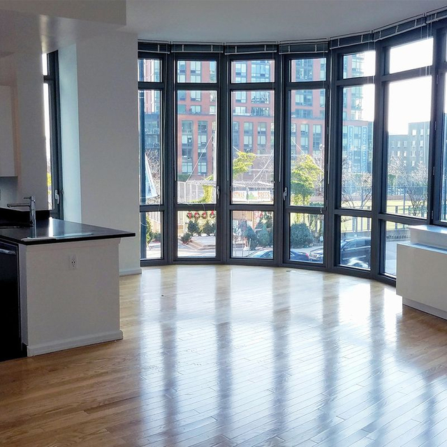 3 Bedrooms, Hunters Point Rental in NYC for $5,954 - Photo 1