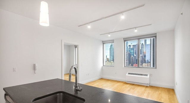 2 Bedrooms, Hell's Kitchen Rental in NYC for $4,971 - Photo 1