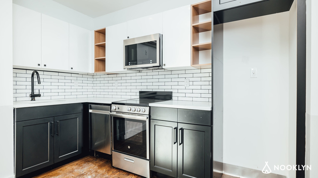 2 Bedrooms, Astoria Rental in NYC for $2,999 - Photo 1