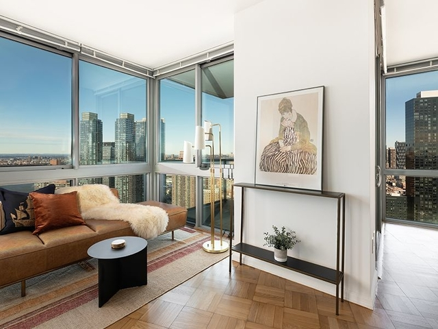 2 Bedrooms, Hell's Kitchen Rental in NYC for $4,592 - Photo 1