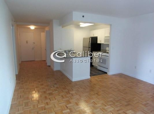 Studio, Civic Center Rental in NYC for $3,100 - Photo 2