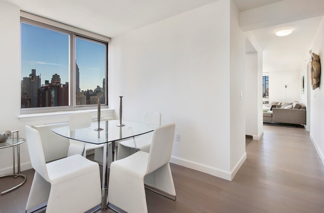 2 Bedrooms, Hell's Kitchen Rental in NYC for $5,795 - Photo 2