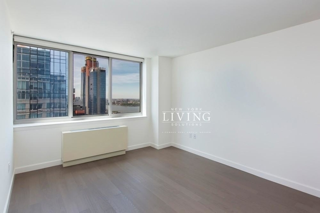 2 Bedrooms, Hell's Kitchen Rental in NYC for $6,213 - Photo 2