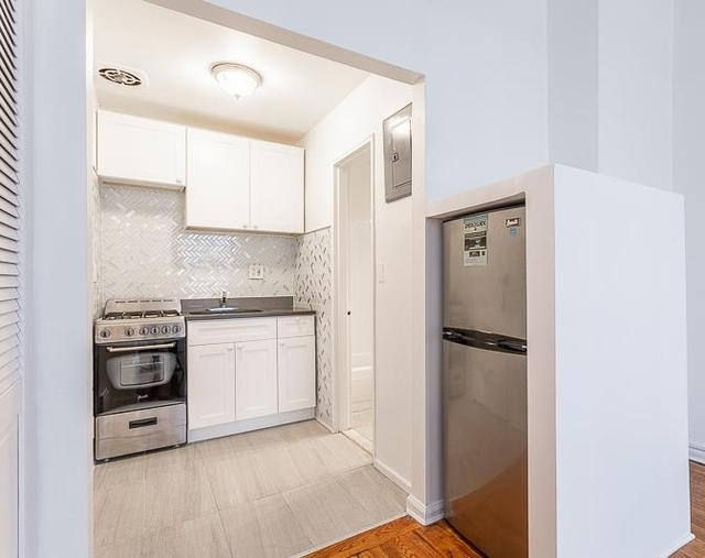1 Bedroom, Carnegie Hill Rental in NYC for $2,300 - Photo 2