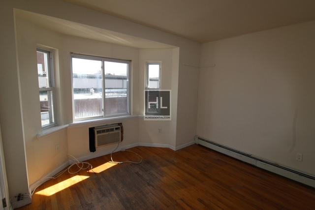 3 Bedrooms, Woodside Rental in NYC for $2,700 - Photo 2