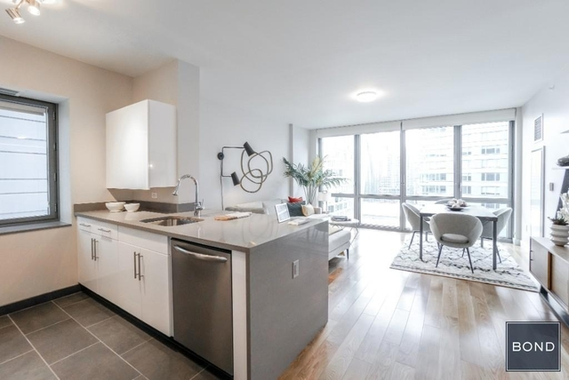 2 Bedrooms, Hell's Kitchen Rental in NYC for $5,099 - Photo 2