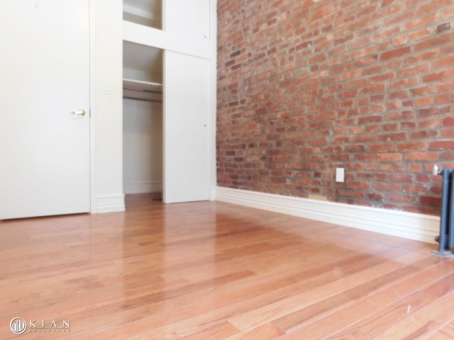Room, Washington Heights Rental in NYC for $979 - Photo 2